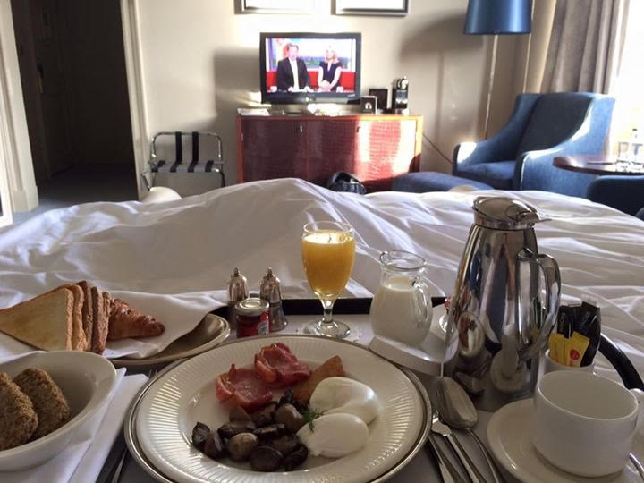 breakfast in bed cale