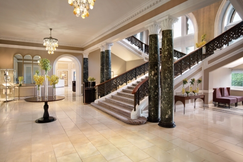 Staircase leading to the rooms (c) 2016 Waldorf Astoria