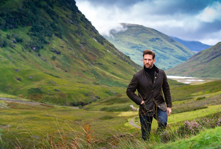 Blu Blazer Guy chats to Scottish Actor, Craig McGinlay.